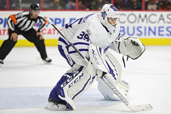 McElhinney and Sparks re-signed to 2-year deals